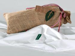 Le drap housse blanc et son sac de jute