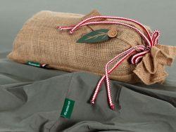 Le drap housse vert émeraude et son sac de jute