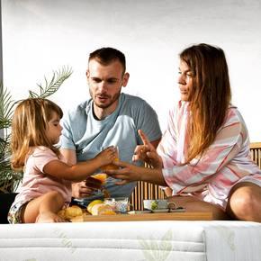 Se mettre au vert... en famille 💚 Bon week-end à tous ! #lematelasvert 🇫🇷